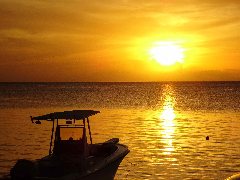 Sunset roatan