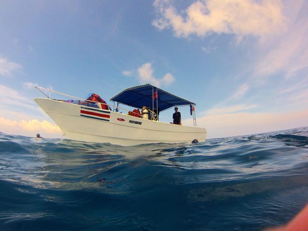 Caños Dive Boat